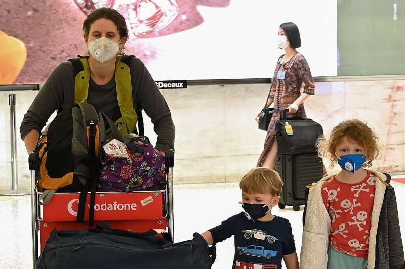 Australia has urged citizens overseasto return home or risk being stranded as flights shut down