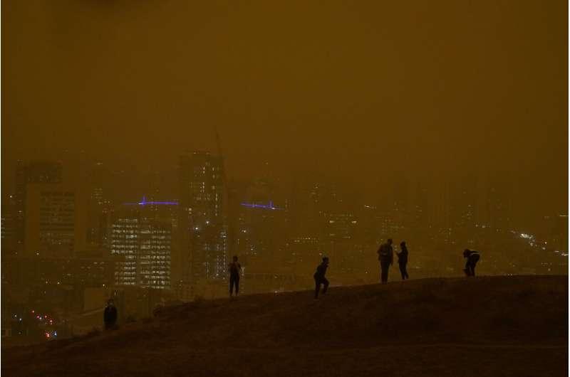 Massive smoke clouds, thick air darken Western US skies
