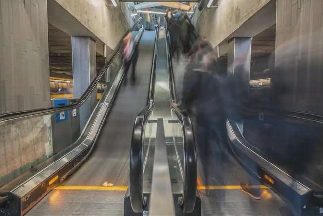 Social distancing research at train stations makes platforms safer