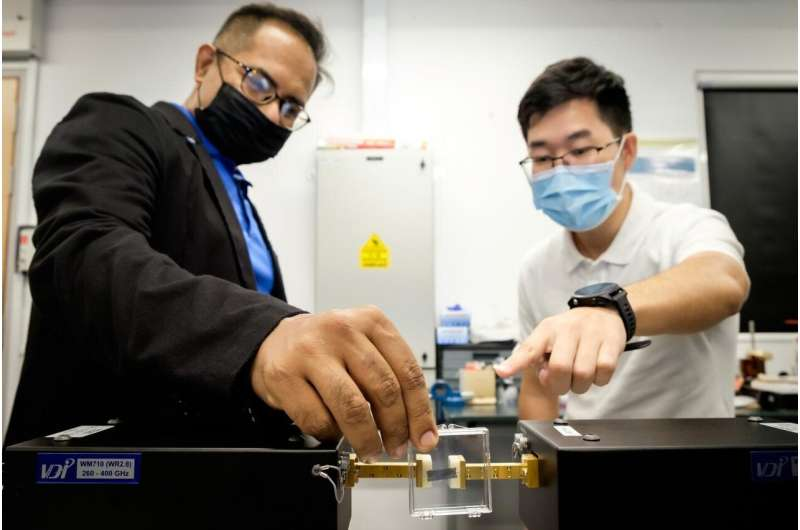NTU Singapore scientists build ultra-high-speed Terahertz wireless chip