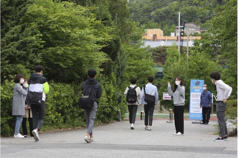 South Koreans return to school amid virus outbreak
