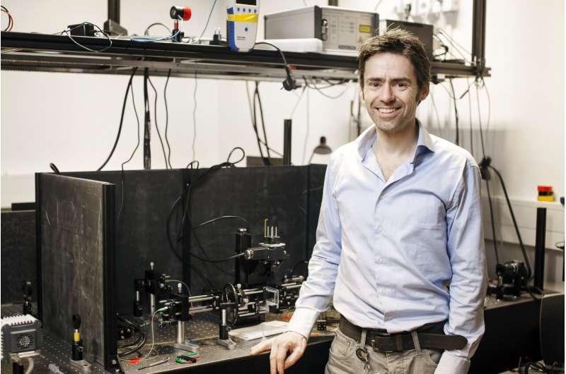 Researchers peer deep inside tissue