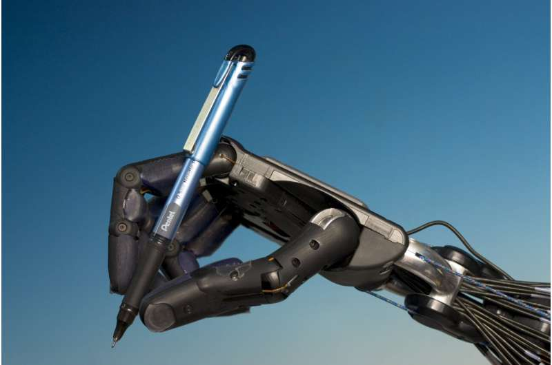 Robot hands one step closer to human thanks to WMG AI algorithms