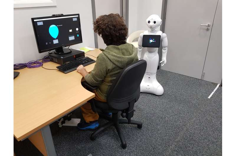 Robots encourage risk-taking behaviour in humans