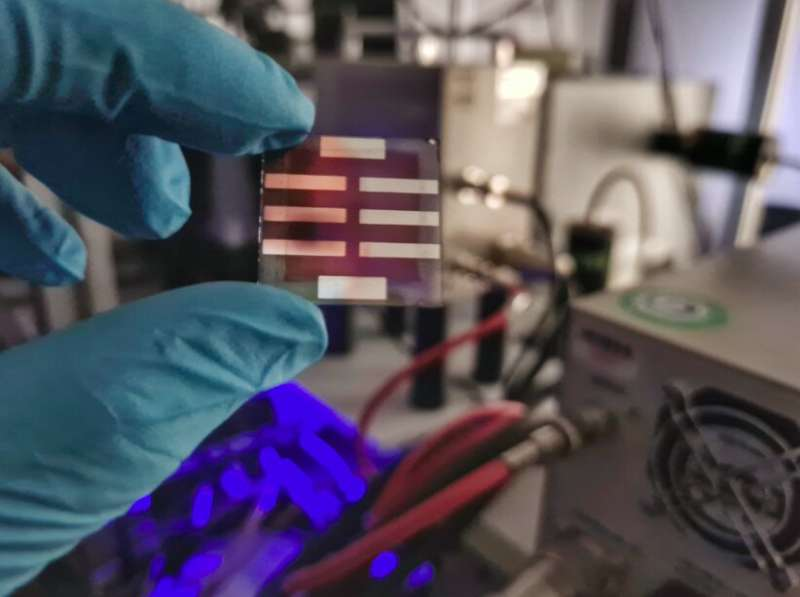 Study uncovers the role of exciton lifetimes in enabling highly efficient organic solar cells