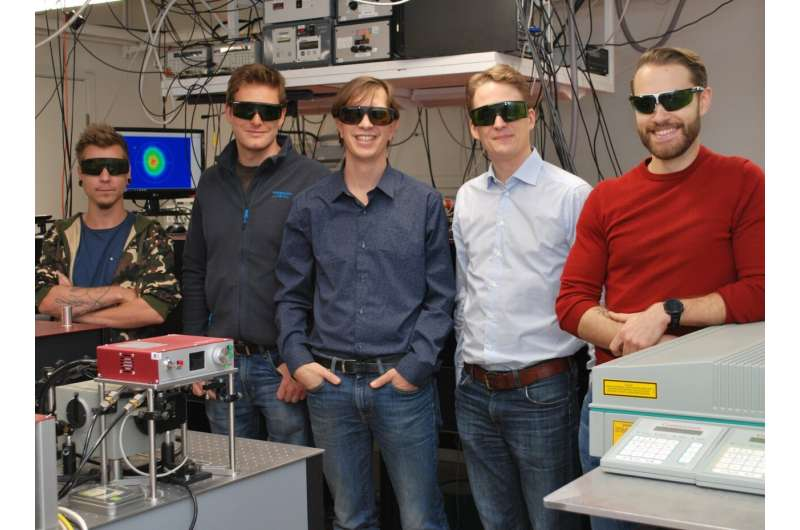 Researchers combine X-rays and laser light to image sprays