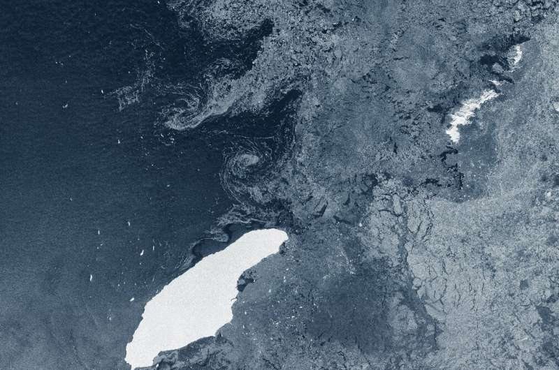 A68a iceberg, drifting in the South Atlantic, could crush organisms and their seafloor ecosystem, which would need decades or ce