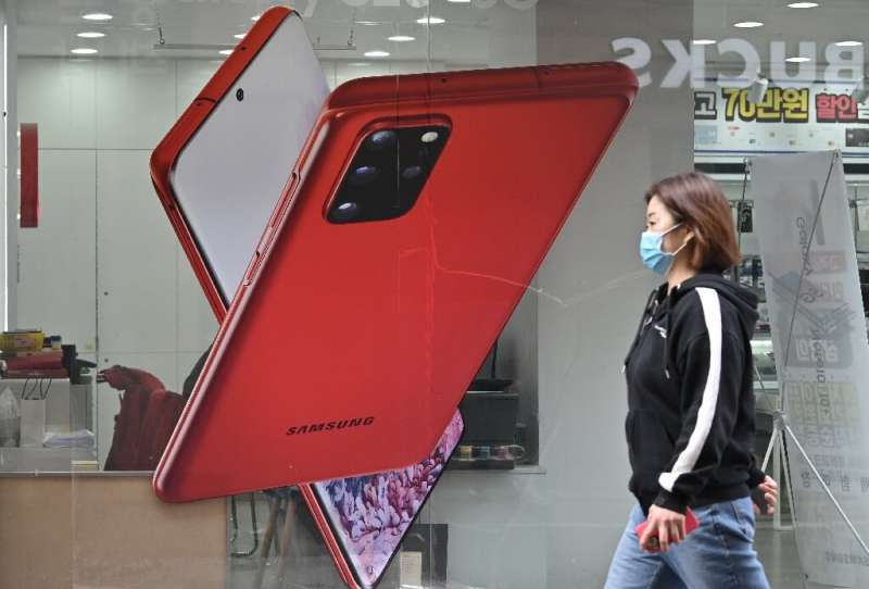 Analysts expect Samsung's smartphone and consumer electronics business to be hit by further drops in consumer demand