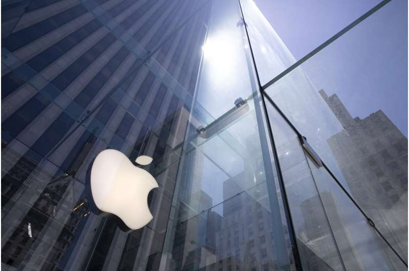 Apple is 1st US company to be valued at $2 trillion