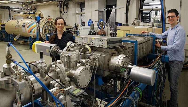 Atomic fingerprint identifies emission sources of uranium