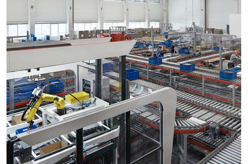 Brainy item-picking robots show up for warehouse duty