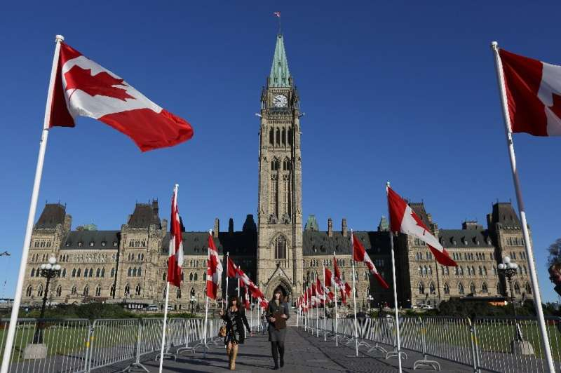 Canada's privacy watchdog is investigating a US software startup that has collected more than three billion photos