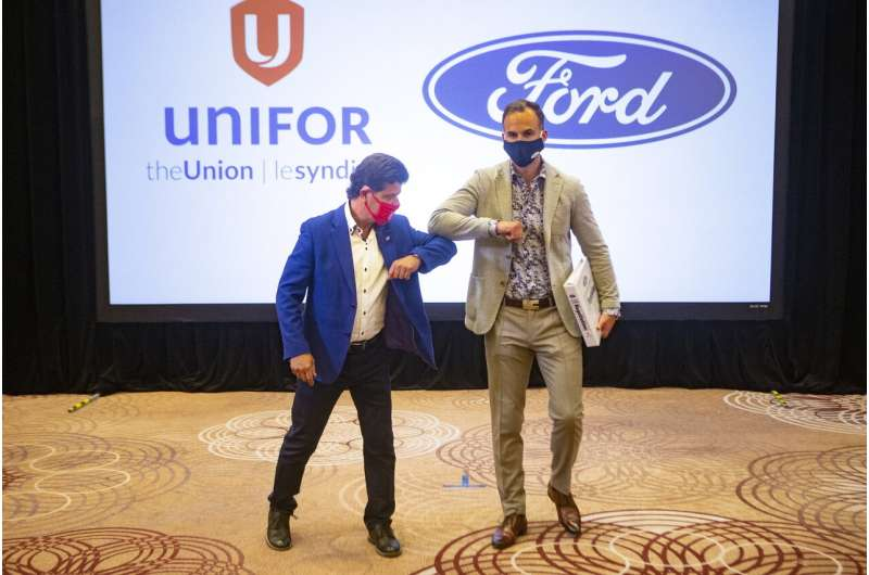 Canadian auto workers reach tentative contract with Ford