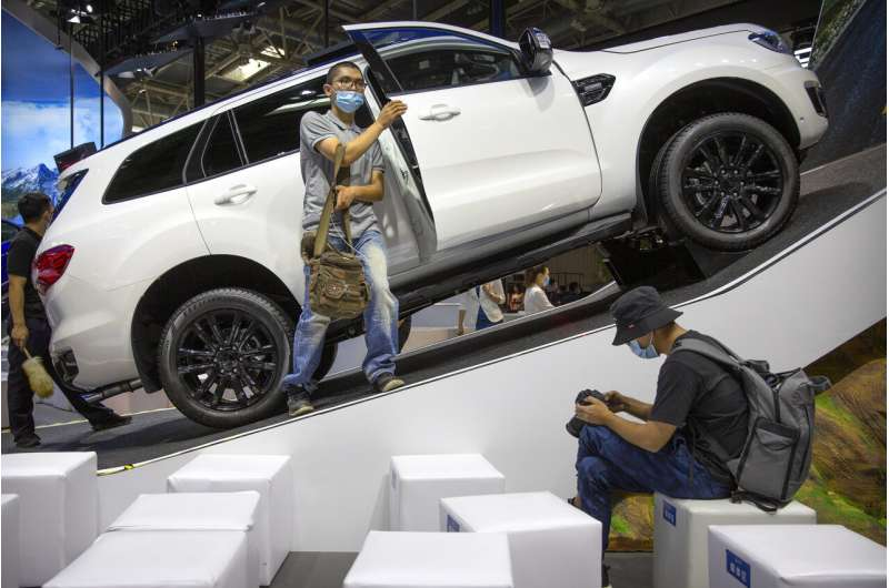 China's auto sales rise in November, but down for the year