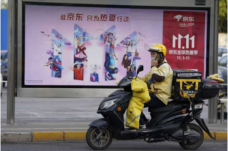 Chinese shoppers splurge in world's largest shopping fest