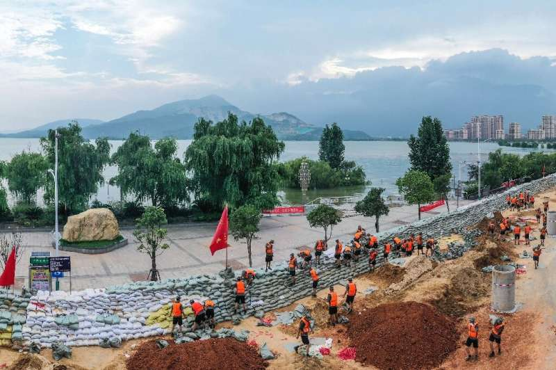 Chinese soldiers erect a sandbag barrier along the shore of Poyang lake after heavy seasonal rains in Jiujiang, in China's centr