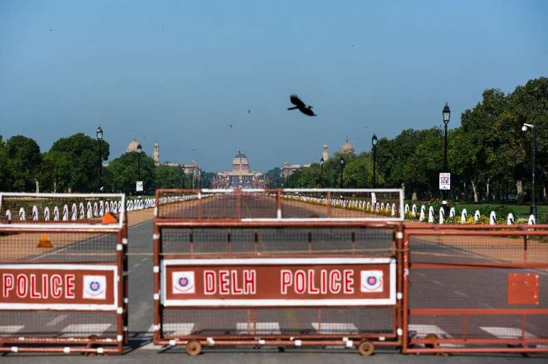 Clear skies can be seen over a deserted street near the Presidential Palace in Delhi as a result of the coronavirus clockdown