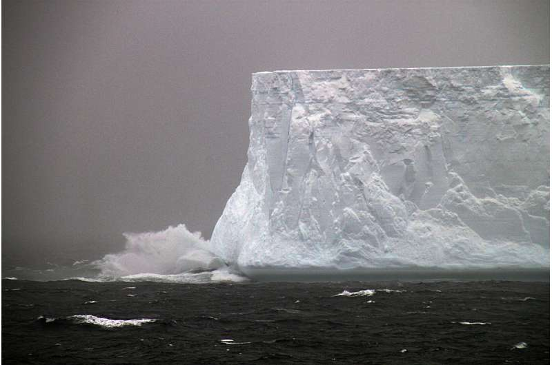 Coupling of Southern Ocean and Antarctica during a past greenhouse