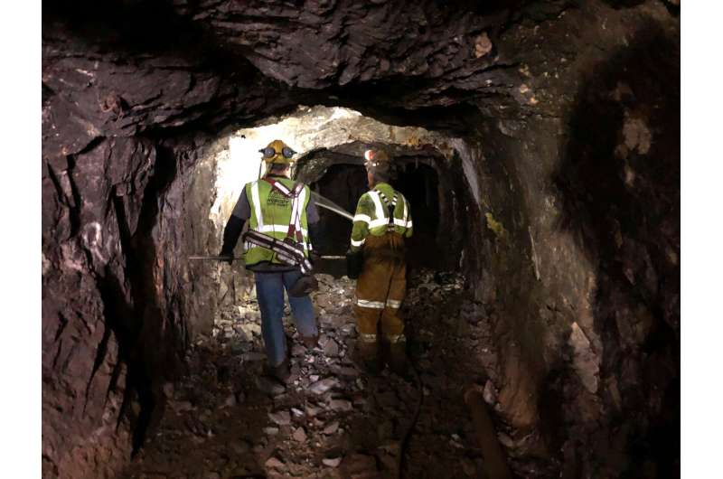 Crews create a blast to take the Deep Underground Neutrino Experiment to the next stage