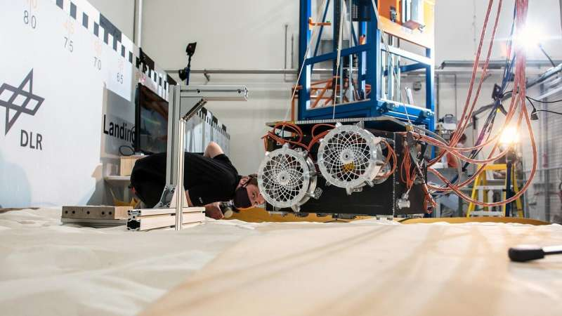 First tests for land­ing the Mar­tian Moons eX­plo­ration rover