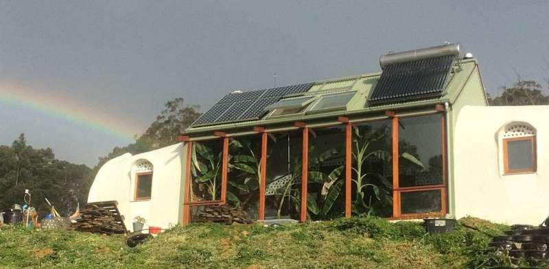 How 'Earthships' could make rebuilding safer in bushfire zones