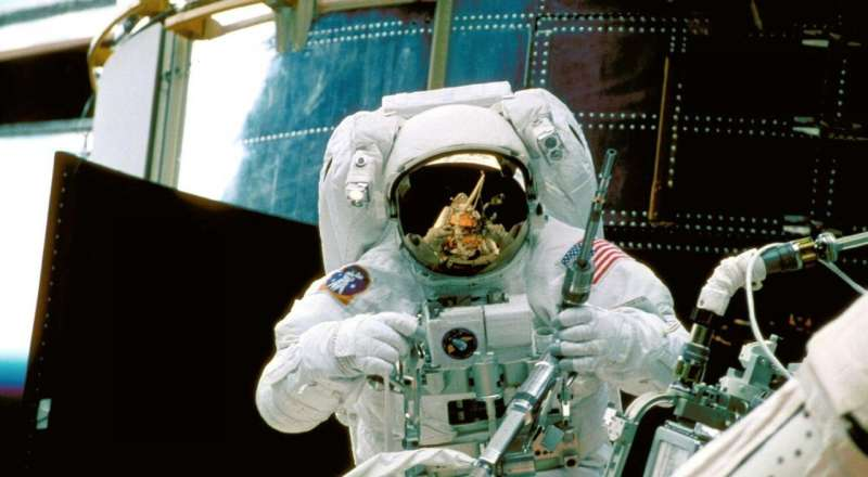 Hubble turns lens towards gender bias, yielding lessons for Earthlings