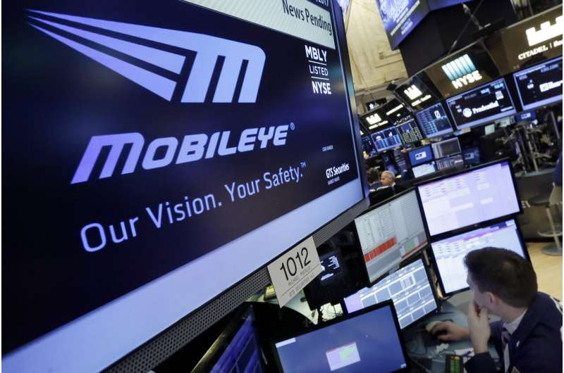 Intel buys Moovit app for $900M to boost bet on robotic cars