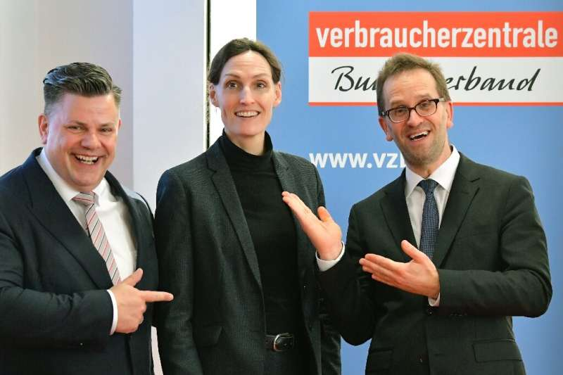 (L-R) Lawyer Tobias Ulbrich with consumer group leaders Jutta Gurkmann and Klaus Mueller pose in Berlin before a news conference