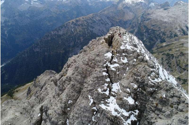 Melody of an Alpine summit falling apart