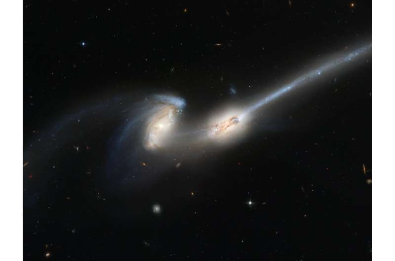 Mergers between galaxies trigger activity in their core