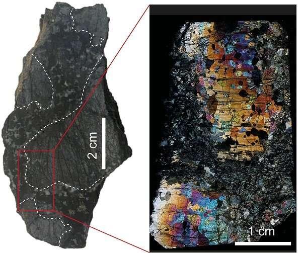 Natural nanodiamonds in oceanic rocks