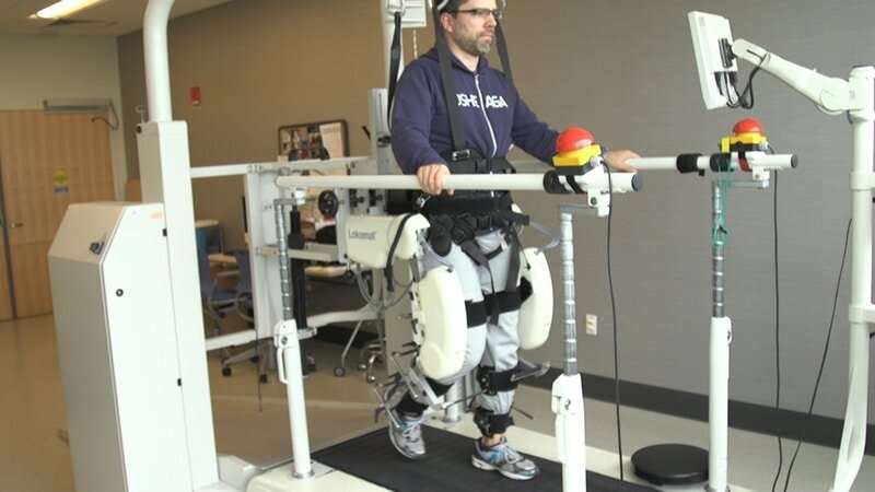 New study uses robots to uncover the connections between the human mind and walking control