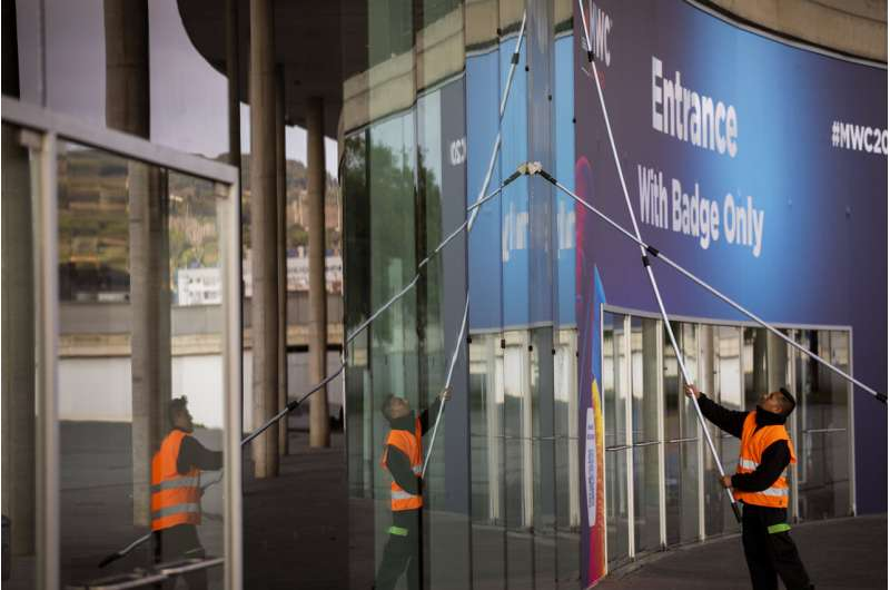 Nokia latest to drop out of mobile tech fair over virus
