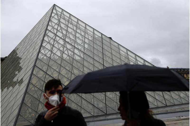No money for masterpieces: Louvre bans cash over virus fears