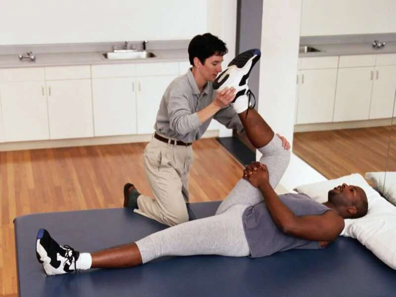 Outcomes better at one year with physical therapy for knee OA