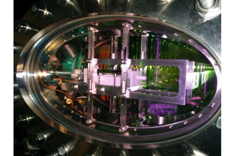Physicists successfully carry out controlled transport of stored light