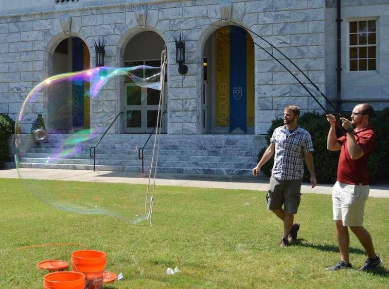 Physics of giant bubbles bursts secret of fluid mechanics