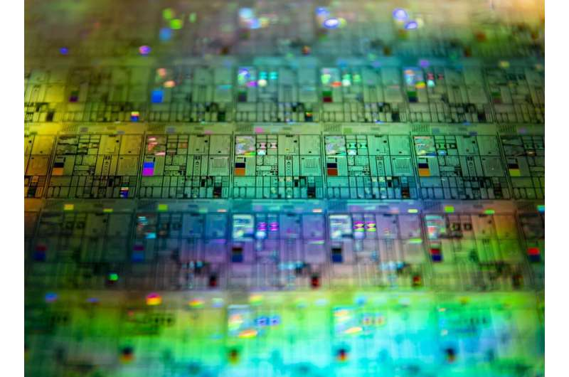 Quantum experiments explore power of light for communications, computing