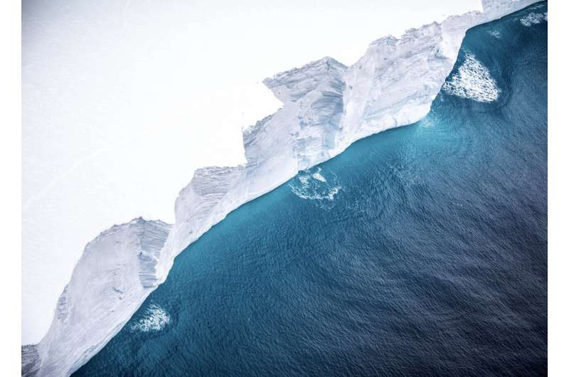 Research trip to study impact of giant floating iceberg
