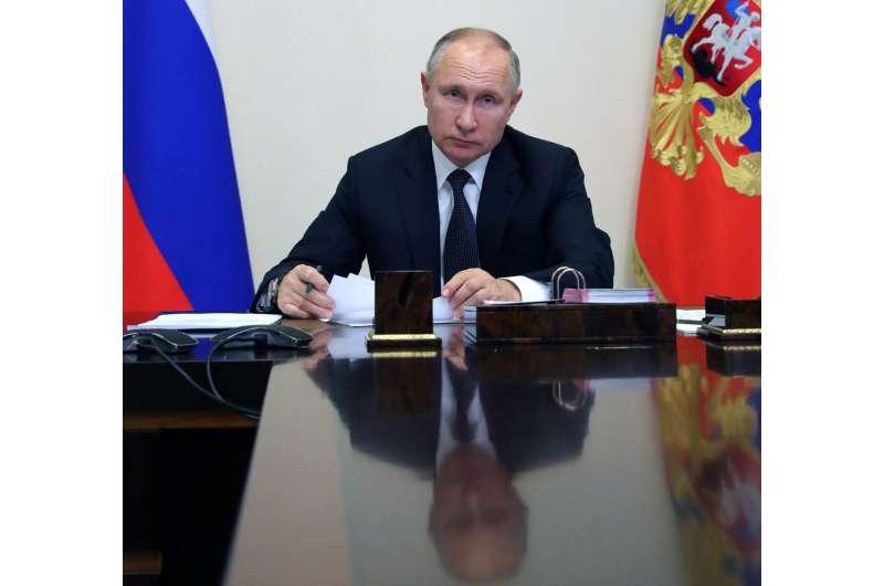Russia cuts size of COVID-19 vaccine study, stops enrollment