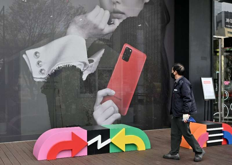 Samsung announced new smartphones last week at prices below those of its flagship handsets
