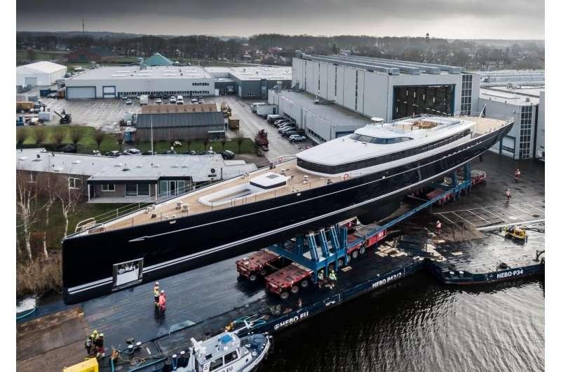 Satellite design applied to superyacht