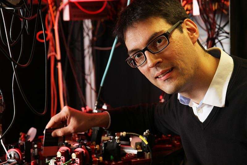 Single atom as measuring probe uses quantum information for the first time