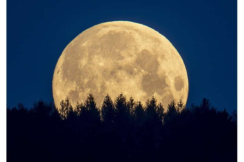 Space agency: Human urine could help make concrete on Moon