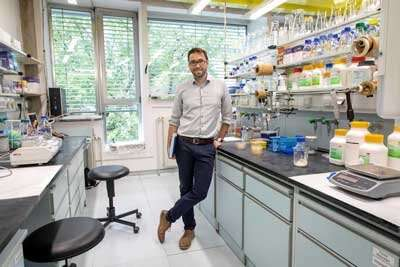 Sustainable light sources: LEDs from bacterial production
