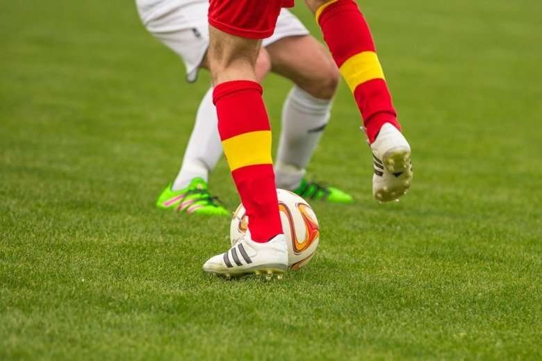 The brain's ability to be creative and adapt explains game intelligence in elite soccer