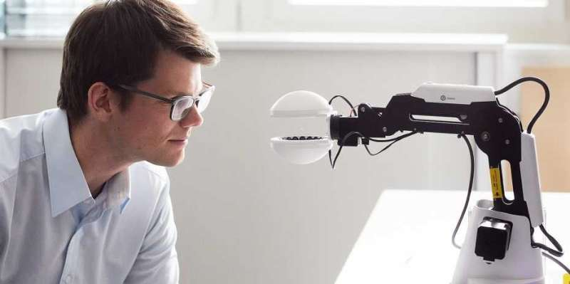 **The robot that grips without touching