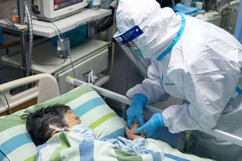 This photo taken on January 24, 2020 and released by China's Xinhua News Agency shows chief nurse Ma Jing (R) holding a patient'