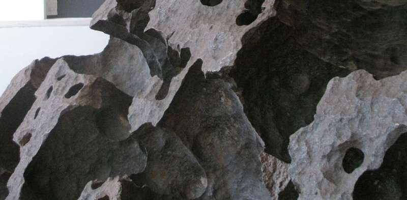 Tomanowos, the meteorite that survived mega-floods and human folly