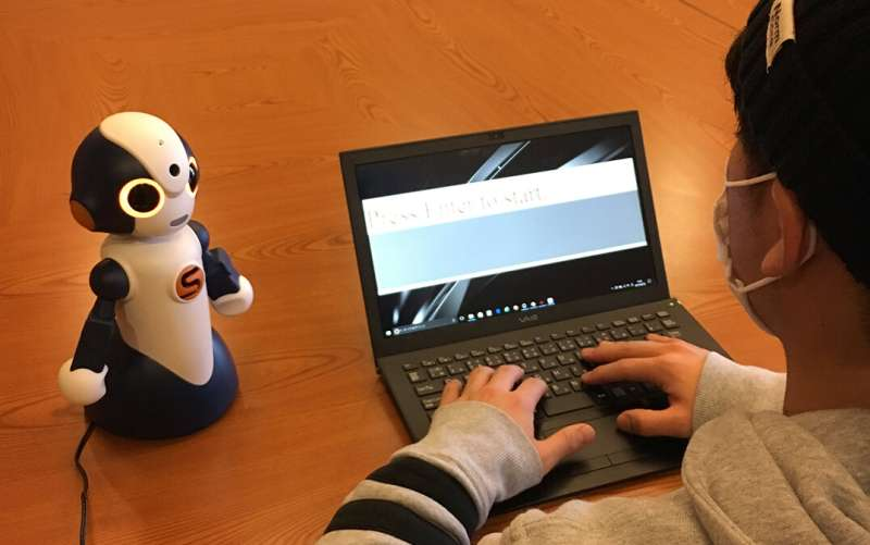 Two motivational artificial beings are better than one for enhancing learning